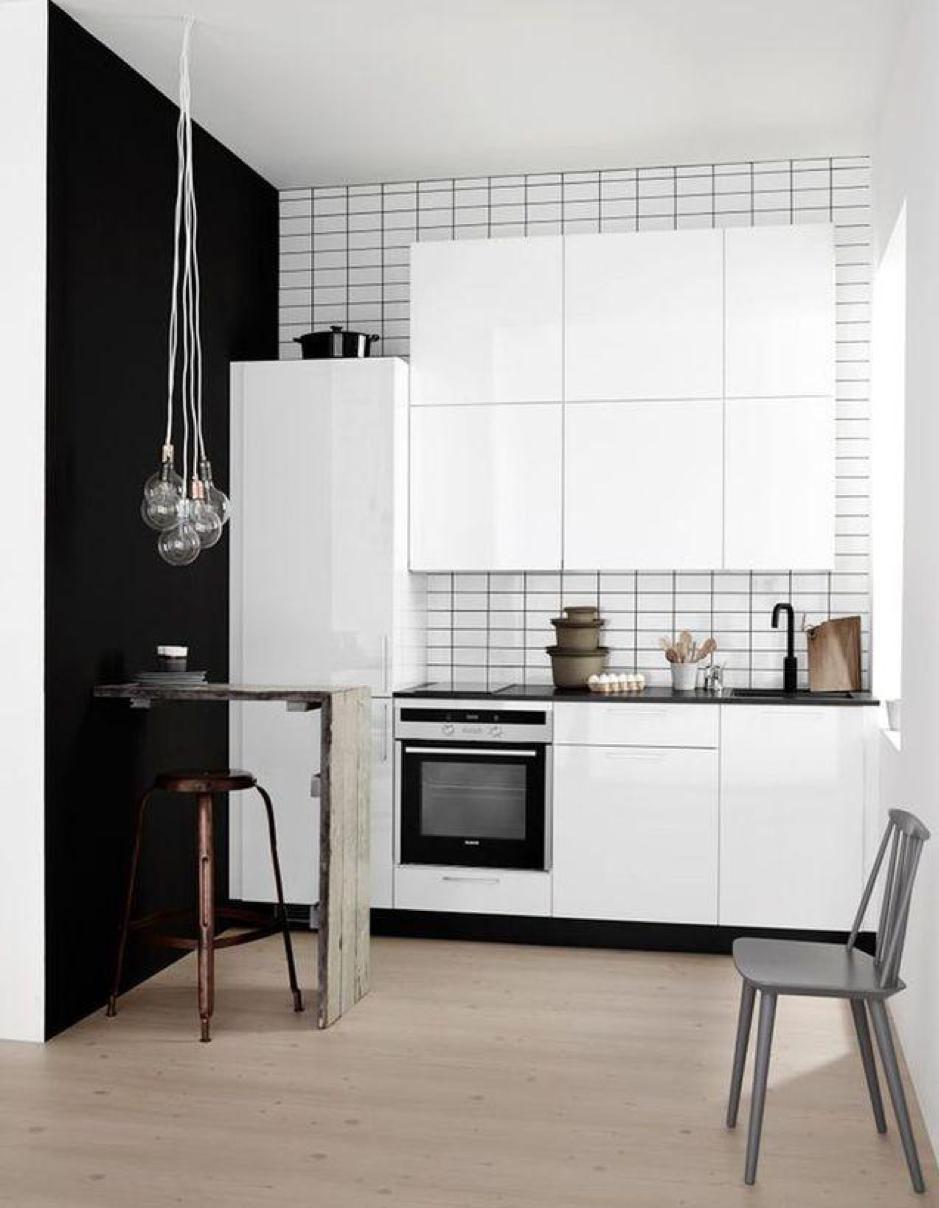 un bar en mode récup dans une cuisine moderne / Crédit : Kvik